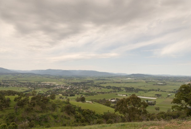 The town of Yarra Glen is offering businesses free solar panels.