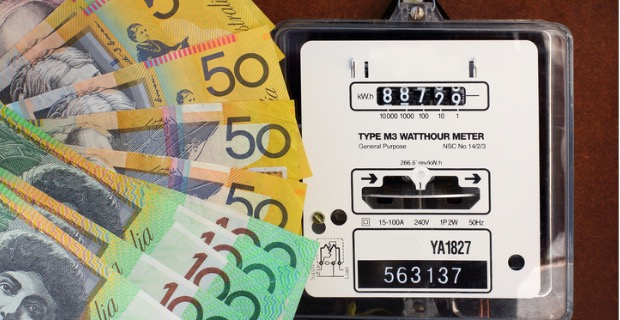 Electricity prices down: cash and old electricity meter